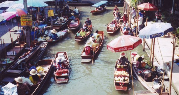 Floating Market at Damnoen Saduak outside Bangkok