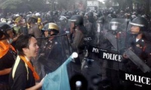 Bangkok police clash with anti-government protesters