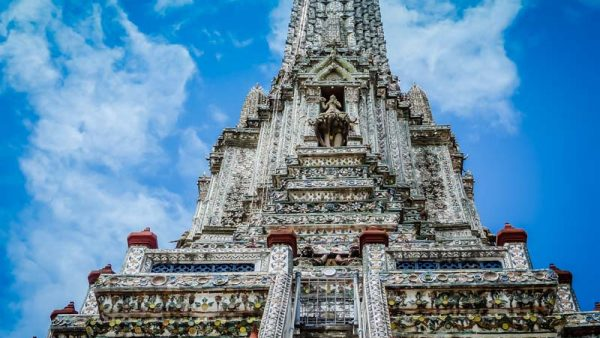 the central prang at Wat Arun