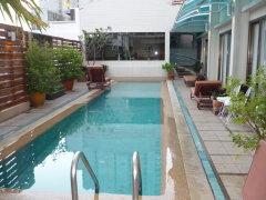 bossotel-hotel-bangkok-swimming-pool