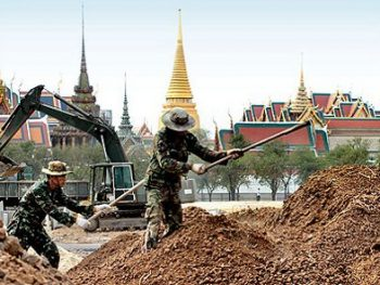 Thai soldiers working on restoration of Sanam Luang in Bangkok