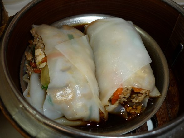 kuay thiao lord (steamed noodle rolls)