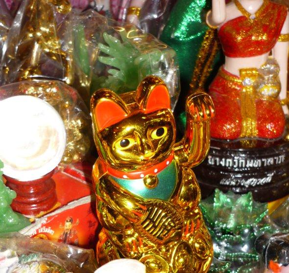 Lucky maneki-neko cat mascot, Warowot Market, Chiang Mai
