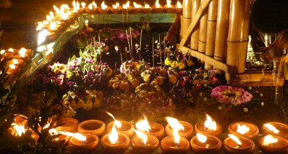 candles and krathongs