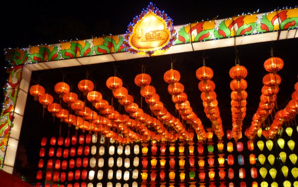 Yi Peng lanterns at Three Kings Monument, Chiang Mai