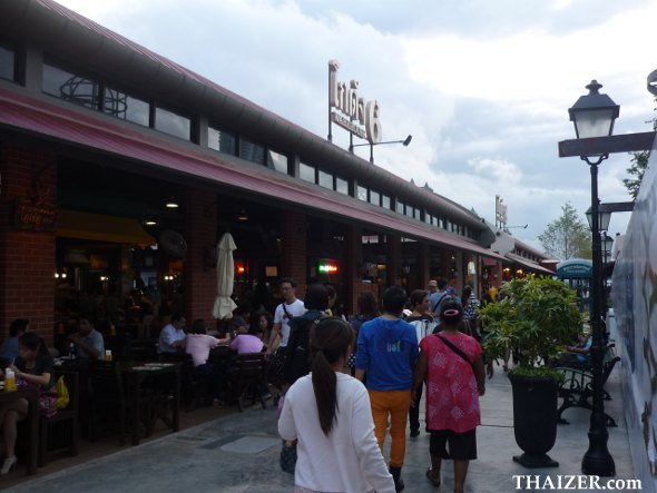 restaurants at Asiatique