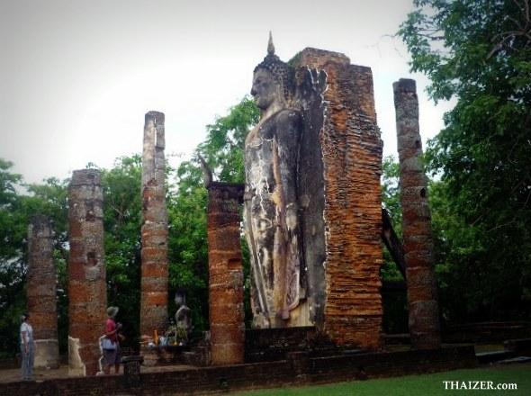 standing Buddha at Wat Saphan Hin