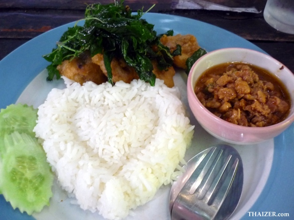 crispy chicken, holy basil and heart-shaped rice for 35 Baht!