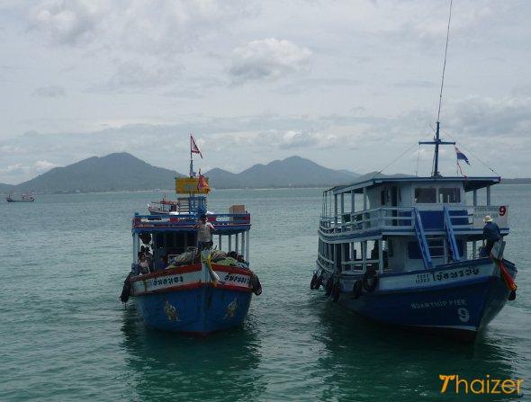 Boat arriving at Na Dan pier, Ko Samet
