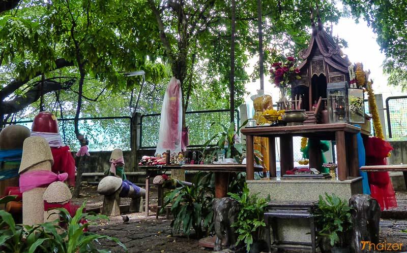 chao_mae_tuptim_Bangkok_penis_shrine_1