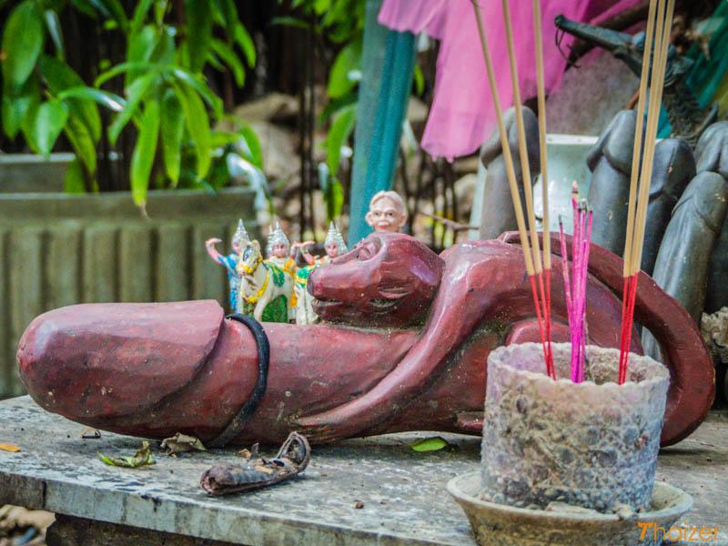 chao_mae_tuptim_Bangkok_penis_shrine_4
