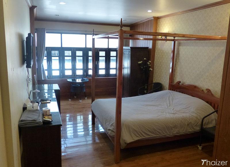bedroom at Royal Tha Tien Village, Bangkok