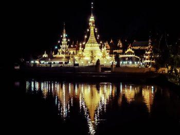 Wat Chong Kham and Wat Chong Klang, Mae Hong Son temples on the lake