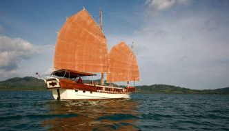 sea cruise by schooner Phuket to Phi Phi