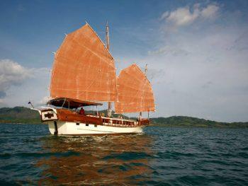 sea cruise by schooner Phuket to Phi Phi