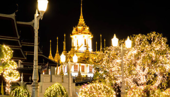 Wat Ratchanada and Loha Prasat illuminated at night